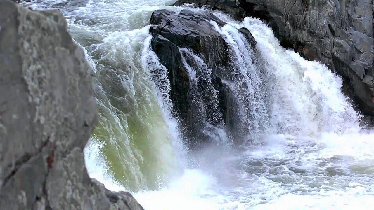 Amazing Mixtures of Natural Waterfalls Screensaver