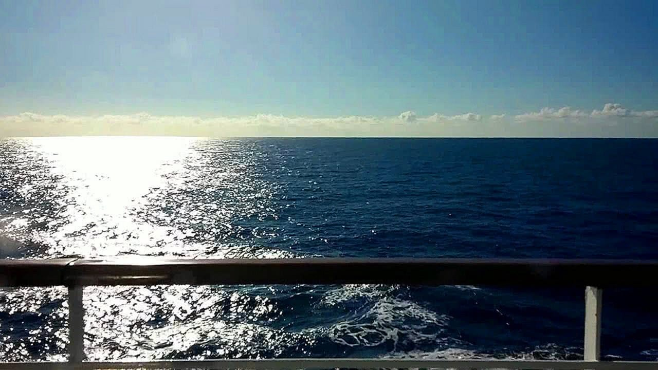 Relaxing sea from cruise HD screensaver