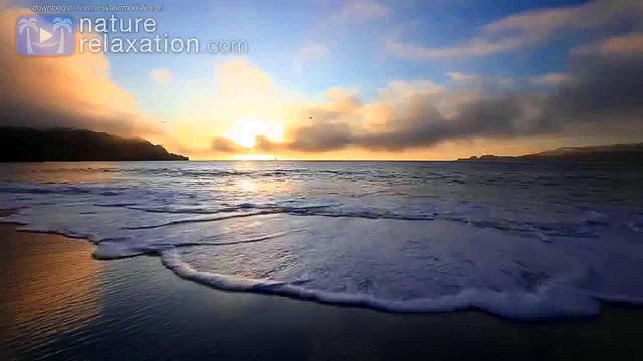 Golden Waves Crashing Screensaver